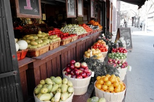 street-market-fruits-grocery-large
