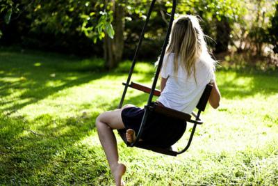 Alone-girl-waiting-Favim.com-155694